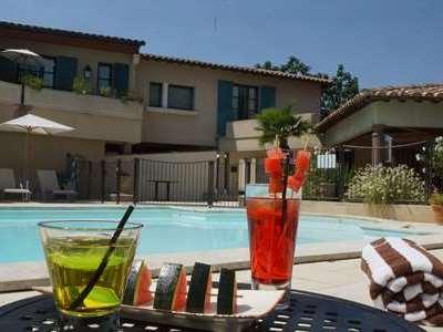 hotel piscine avignon