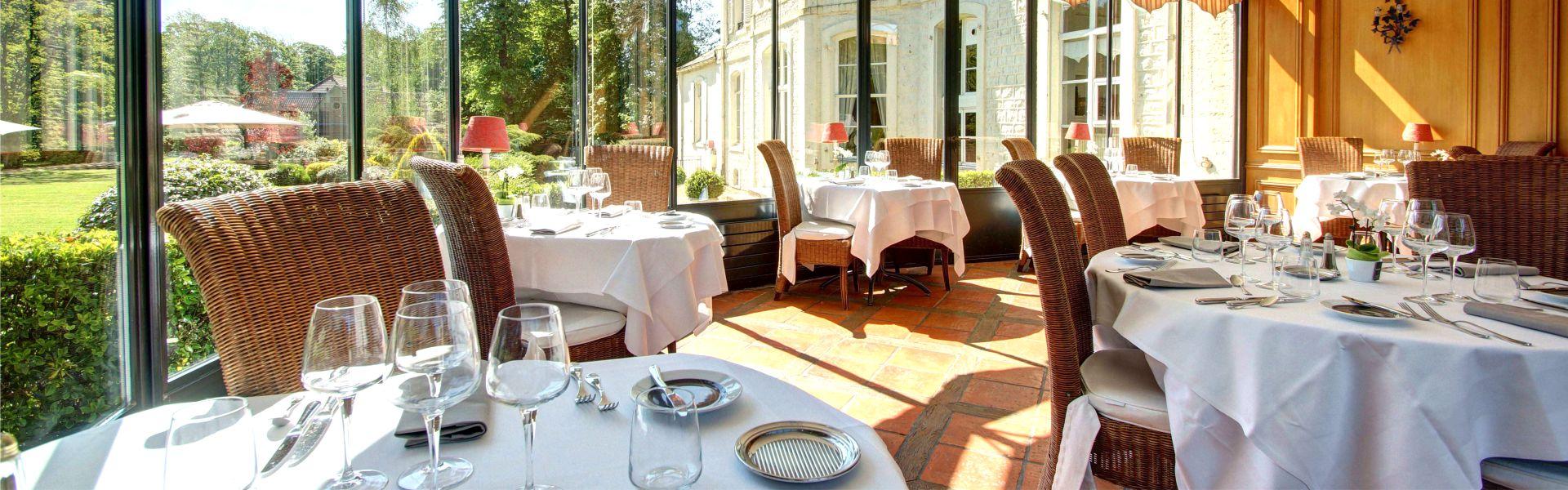 Photo d'une salle du restaurant Najeti le Berthier du Najeti Hôtel Château Cléry situé à Hesdin-l'Abbé.