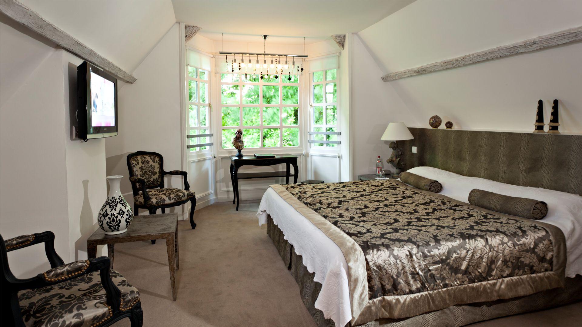 Chambre suite du Najeti Hôtel château Clery