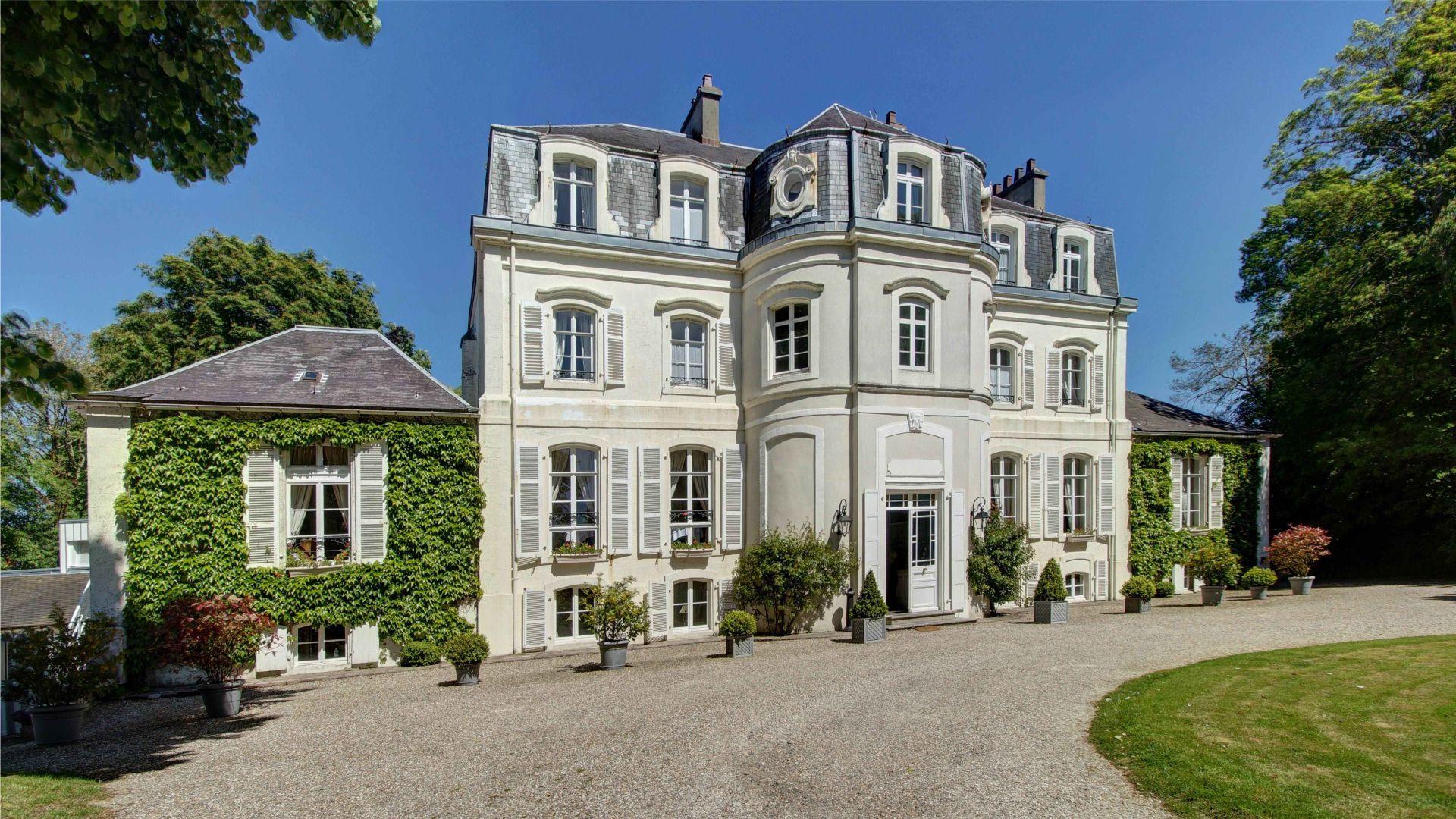 Façade du Najeti Hôtel Château Cléry