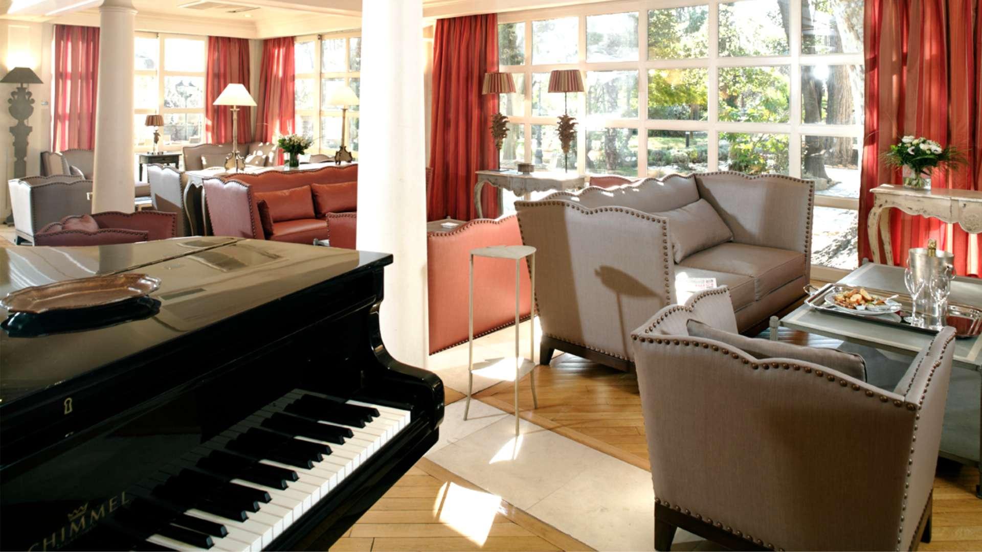 Le Piano Bar du Najeti Hôtel la Magnaneraie à Avignon