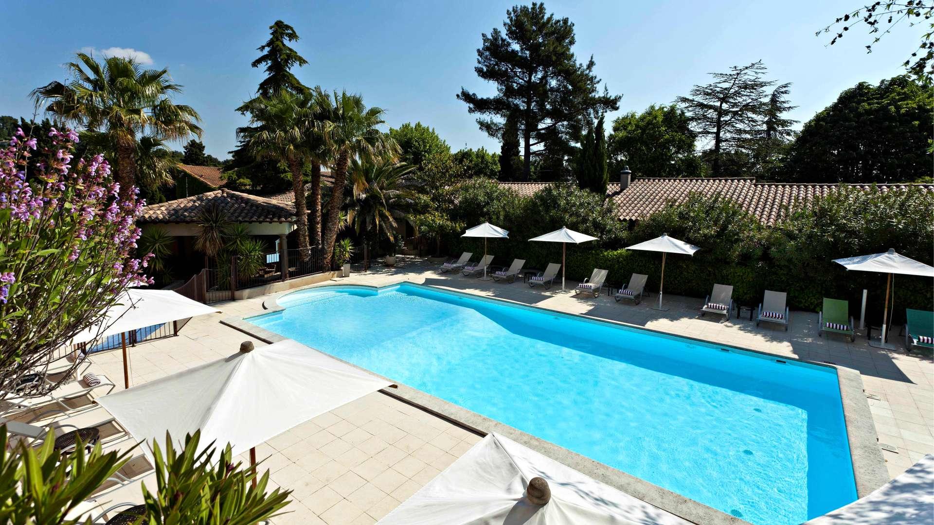La piscine chauff e najeti h tel la magnaneraie avignon for Piscine chauffee
