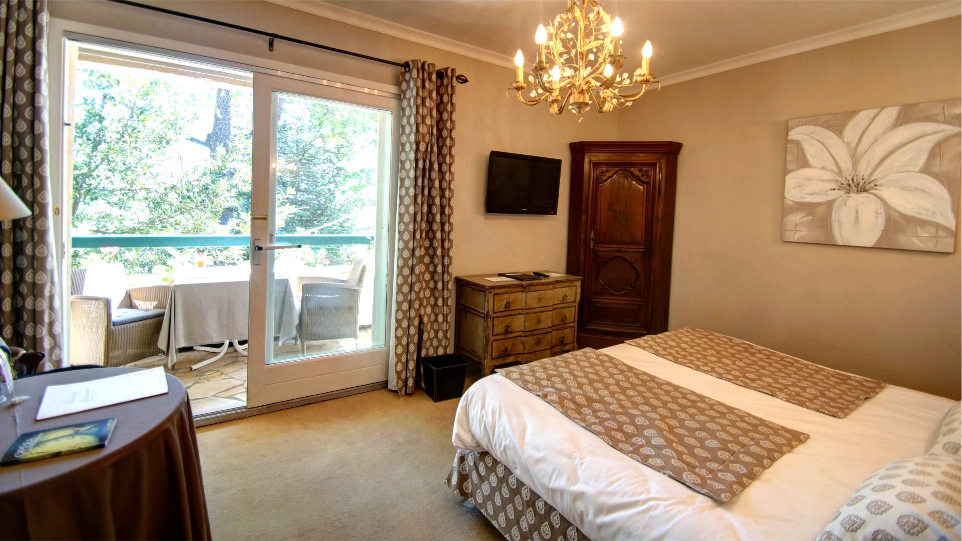 Chambre Luxe du Najeti Hôtel la Magnaneraie à Avignon