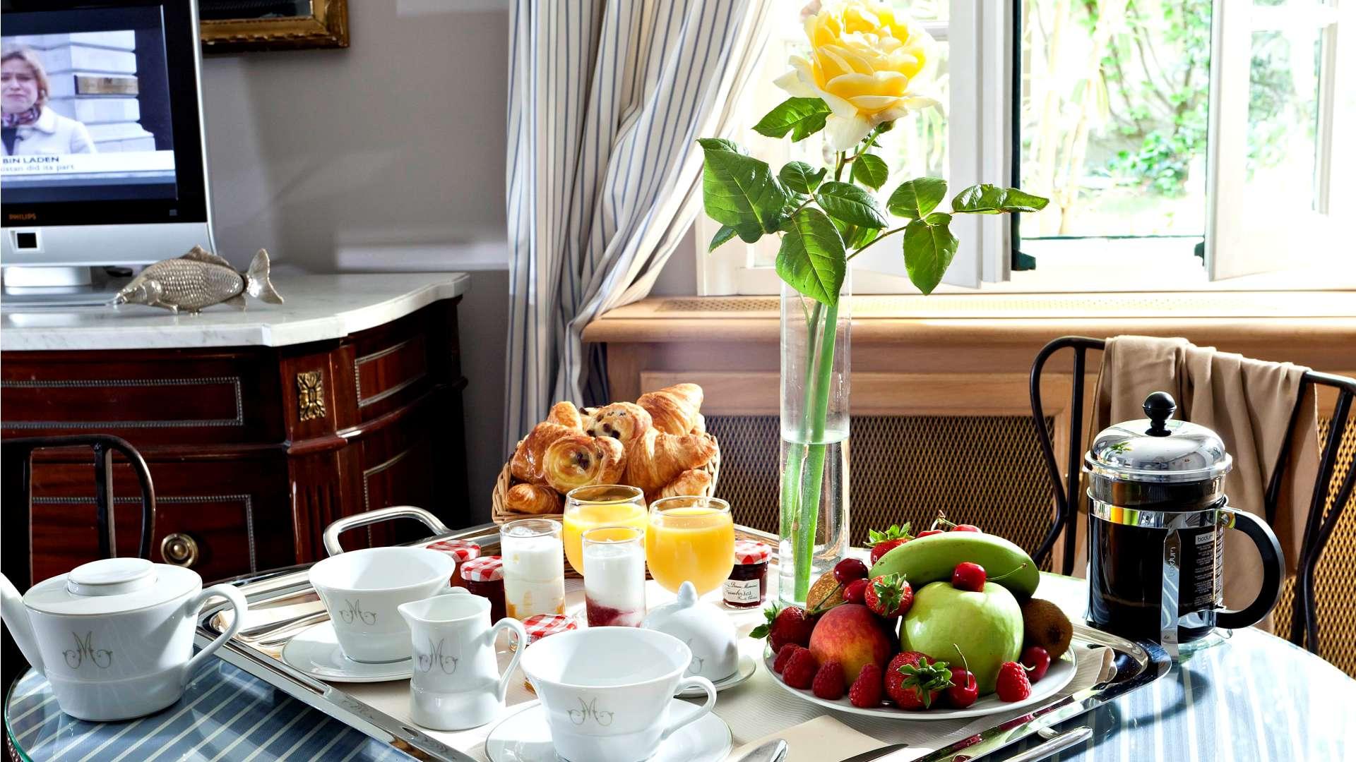 Petit-déjeuner en chambre au Najeti Hôtel la Magnaneraie à Avignon
