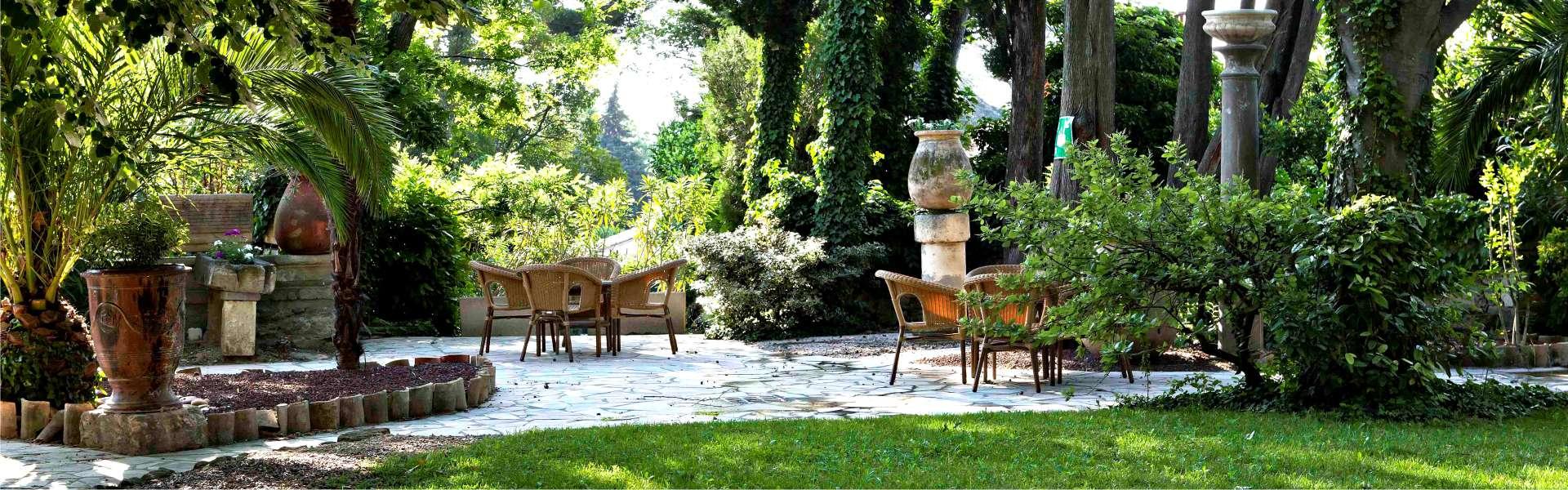 Le jardin méditerranéen du Najeti Hôtel la Magnaneraie