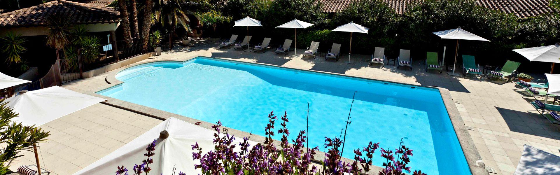 La piscine chauffée du Najeti Hôtel la Magnaneraie