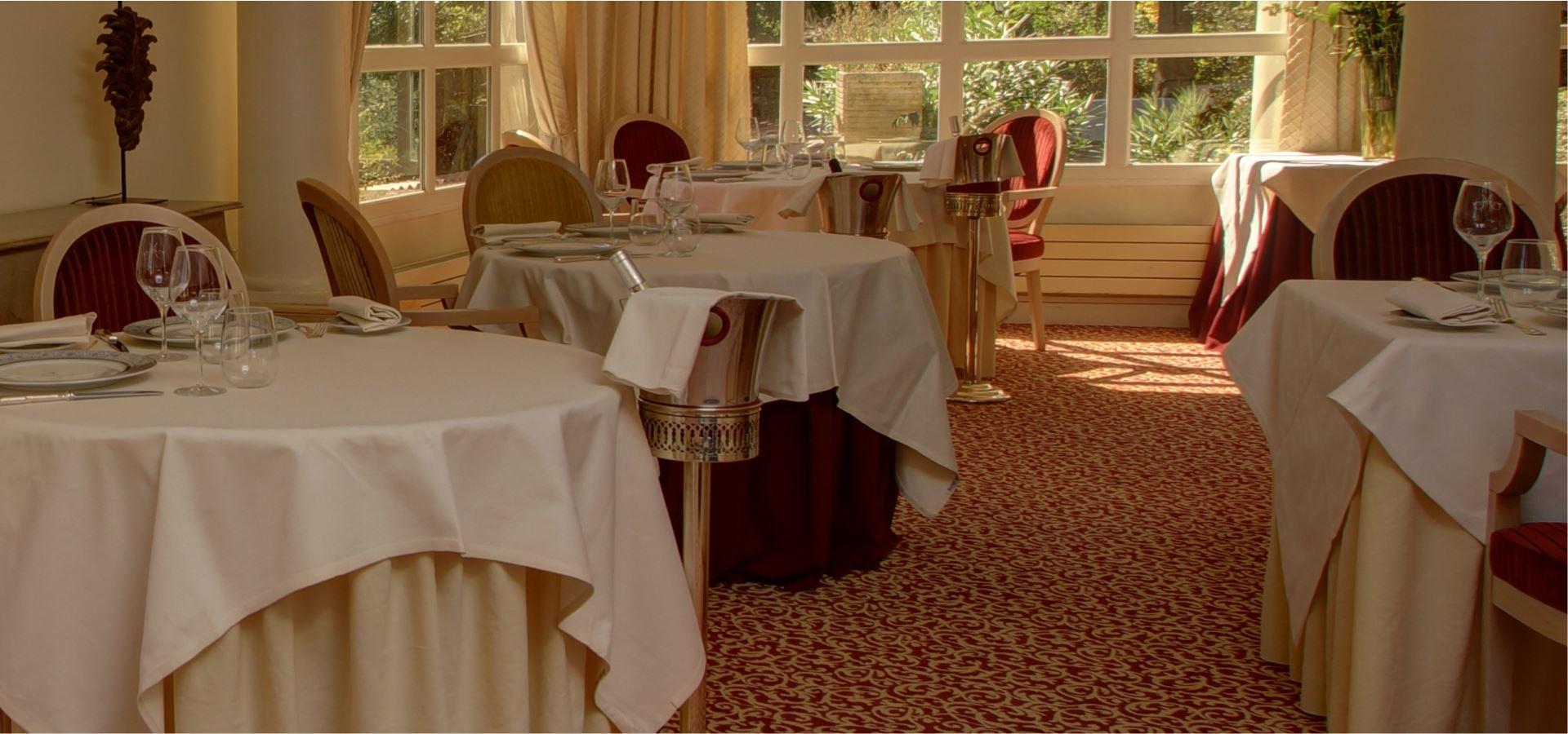 Salle à manger du Najeti restaurant le Mûrier de Villeneuve-lez-Avignon.