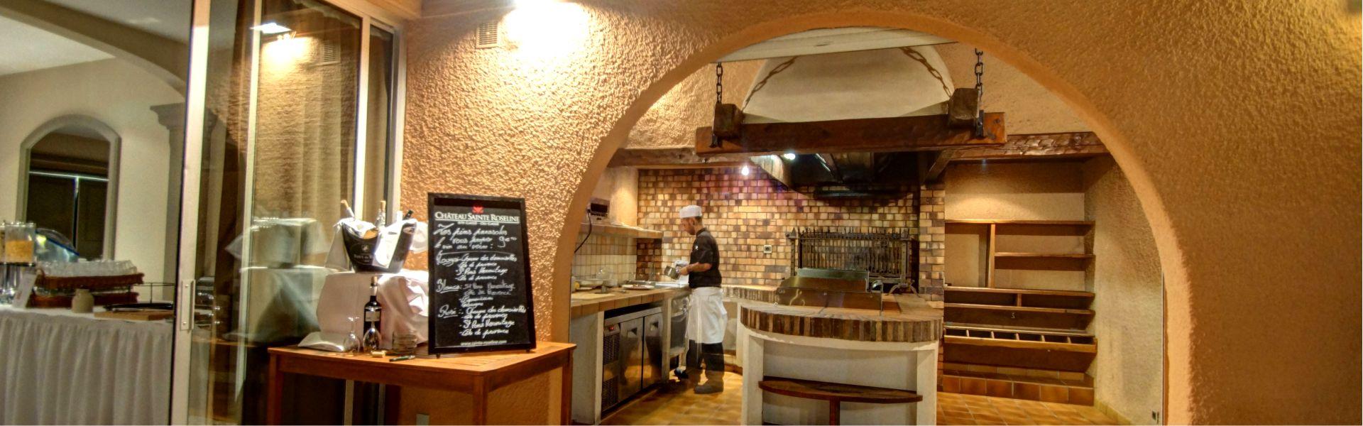 Grill et cuisinier du restaurant Najeti Les Pins Parasols.