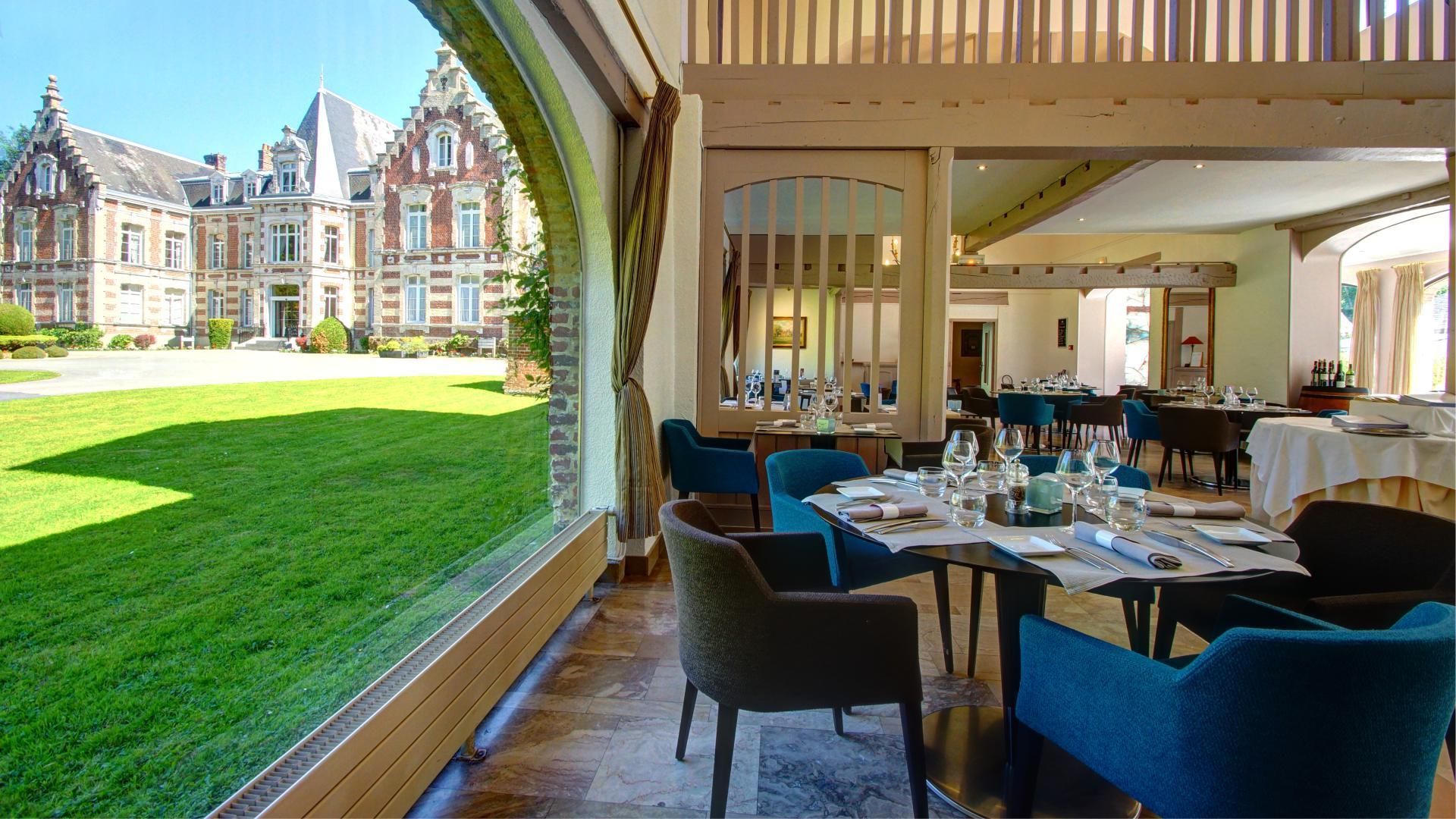 Salle du Najeti Restaurant le Vert Mesnil de l'Hôtel Château Tilques situé à Tilques près de Saint-Omer.