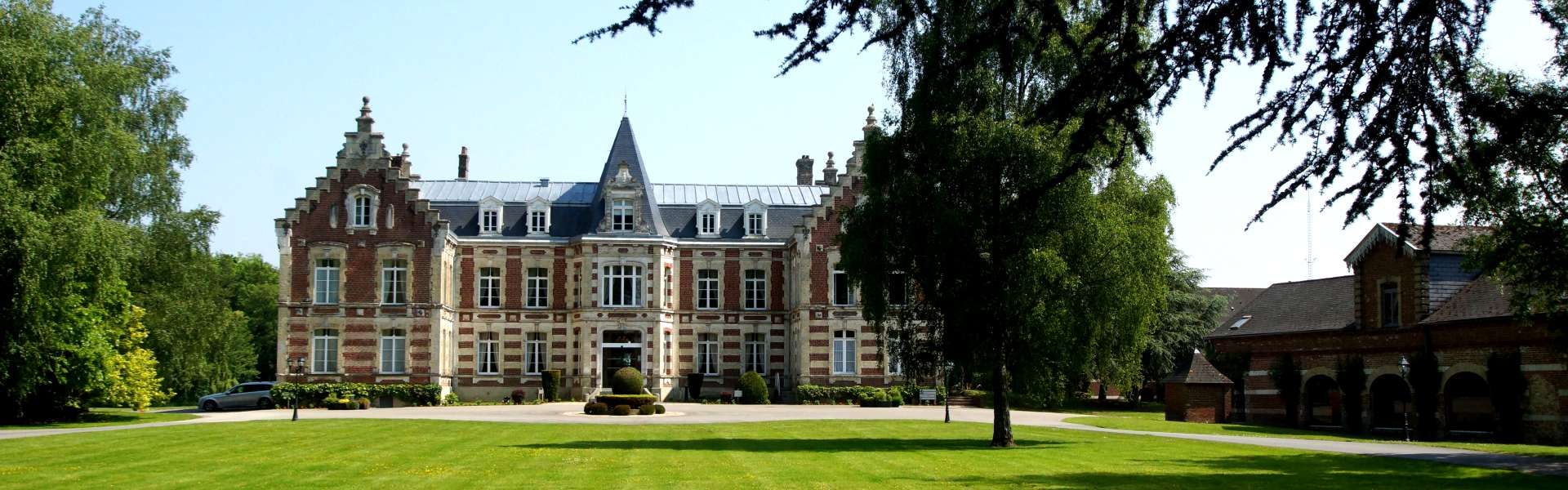 Façade du Najeti Hôtel Château Tilques proche de Saint-Omer.