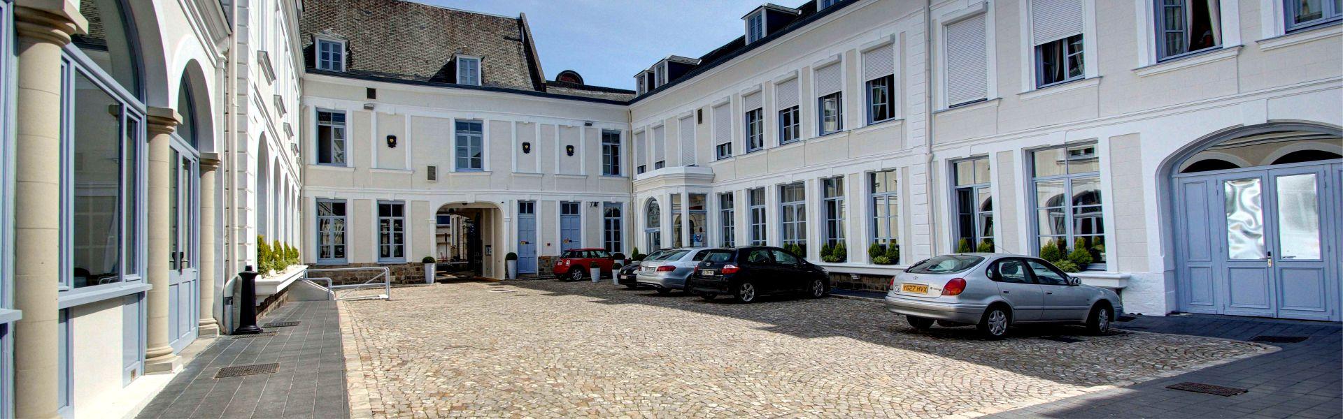 Le parking privé du Najeti Hôtel de l'Univers