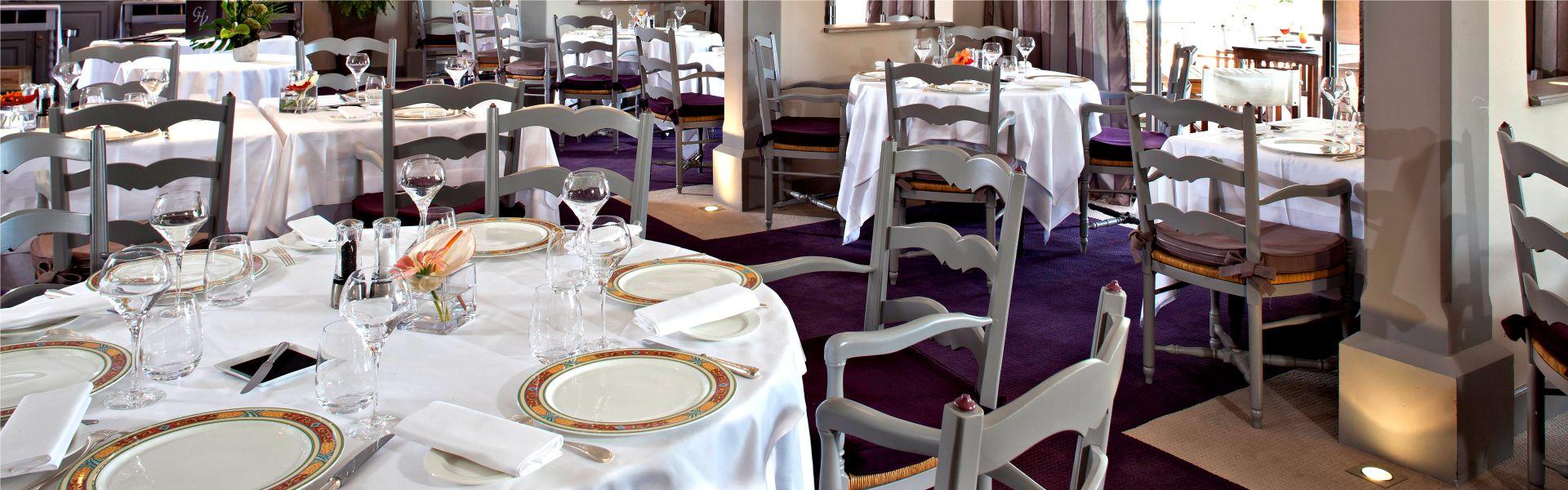 Le restaurant les Pins-Parasols au Najeti Hôtel de Valescure